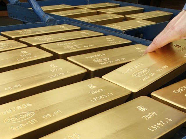 Gold leaps above $1,800 for the first time since 2011 as traders pile into the popular safe haven