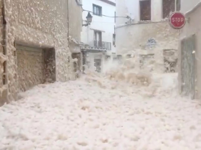 Stunning video shows Storm Gloria blanketing Spanish town in sea foam