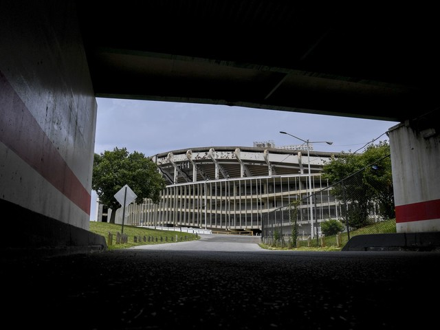 Most Washingtonians want a new Redskins stadium on RFK site but not the bill, Post poll finds