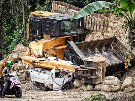 1 Killed, 11 Hurt As Truck Falls Into River In West Bengal's Jalpaiguri