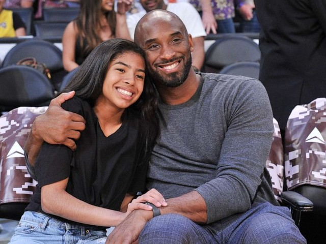 Kobe Bryant, daughter among 9 dead in helicopter crash in Southern California