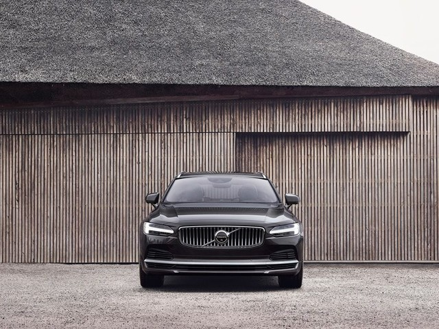 Volvo Applies Gentle Refresh to 2021 S90 Sedan, V90 Wagons