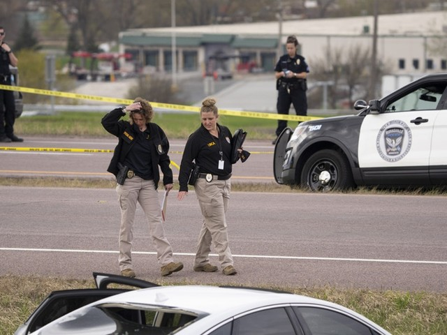 Burnsville police exchange gunfire with carjacking suspect, who was killed