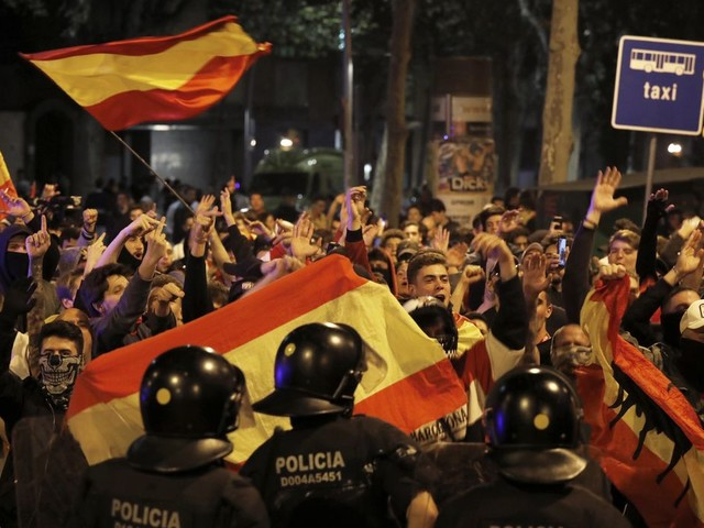 The Latest: Catalan separatists battle police in Barcelona