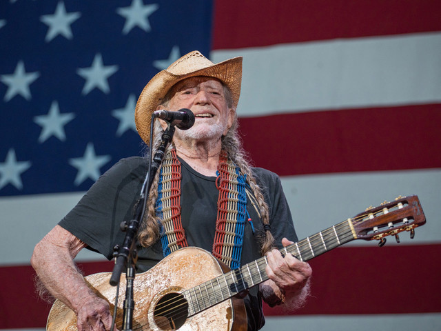 Willie Nelson celebrates July 4 with virtual picnic, new LP
