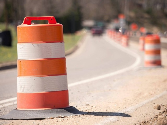 <p>Eastbound I-696 in Oakland County to close this weekend</p>