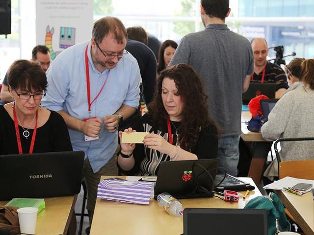 Google donates £1 million worth of computer training to U.K. teachers