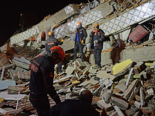 Turkey quake kills 22, rescuers scramble to find survivors