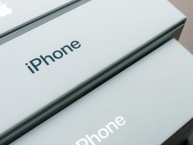 Friday Apple Rumors: iPhone 11 Pro Max Contains Bilateral Charging Components