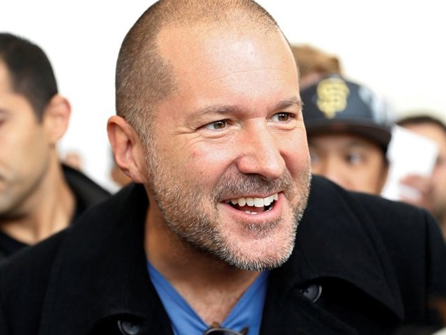Commissioned portrait of Jony Ive featured in the UK's National Portrait Gallery