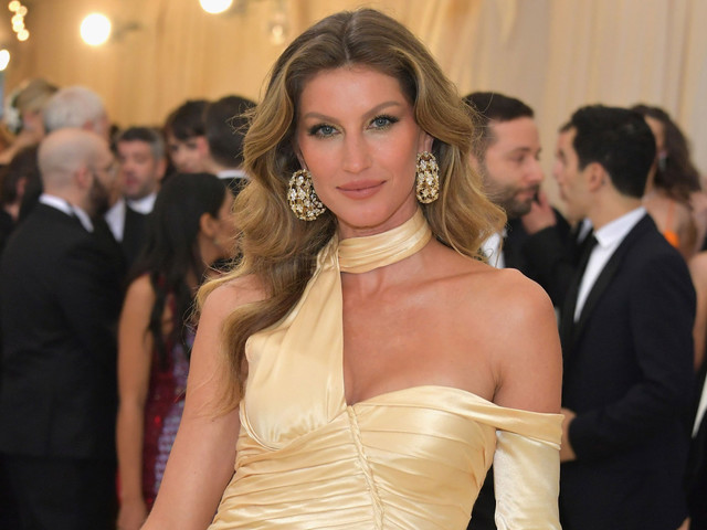 Gisele Bündchen shares photo of herself and lookalike mom