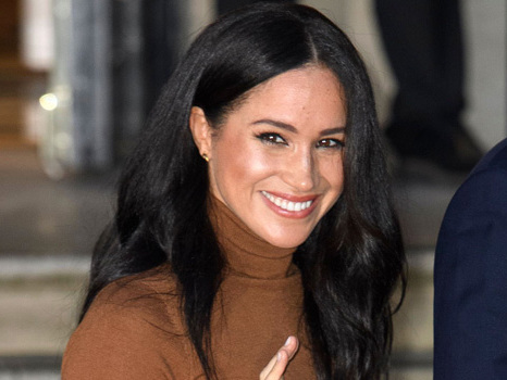 Meghan Markle Smiles On Walk With Baby Archie & Pet Dogs, Looks Like She's Loving Her Freedom