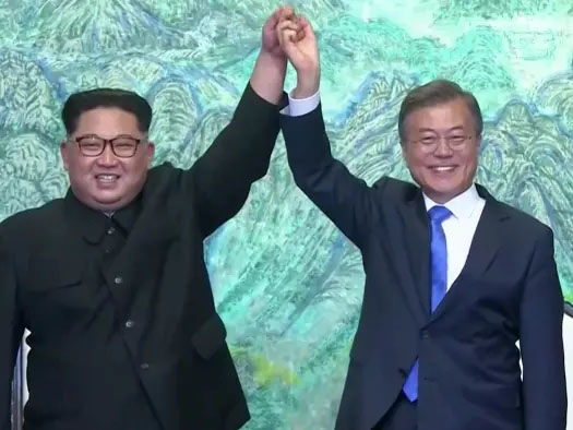 """North And South Korea Declare End To War, Proclaim """"New Era Of Peace"""""""