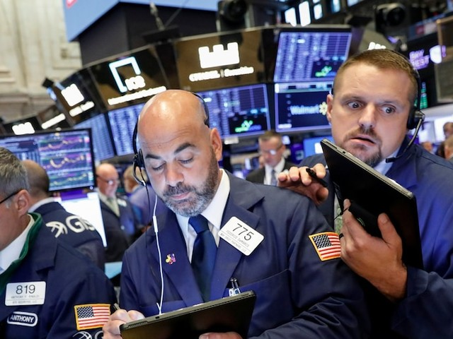Stocks close mixed as the Dow gains for the 8th day in a row