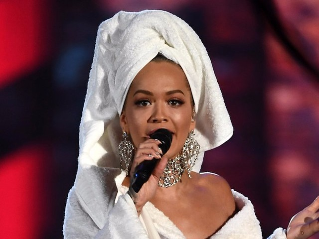 Rita Ora wore a bathrobe on the red carpet —and she actually pulled it off