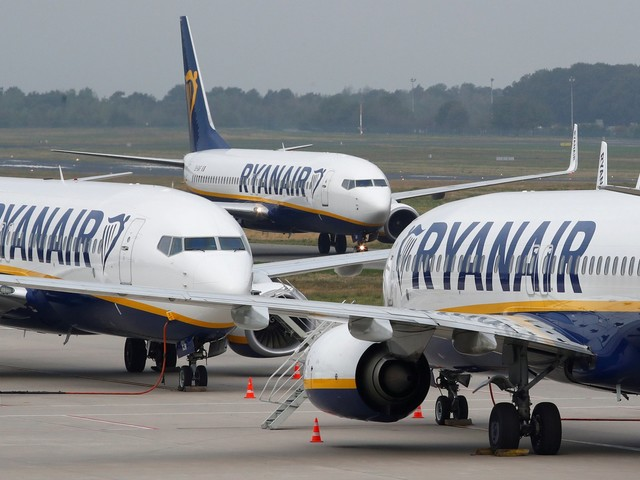 Ryanair says it will cut 900 pilot and flight attendant jobs because of Brexit concerns and the Boeing 737 Max grounding