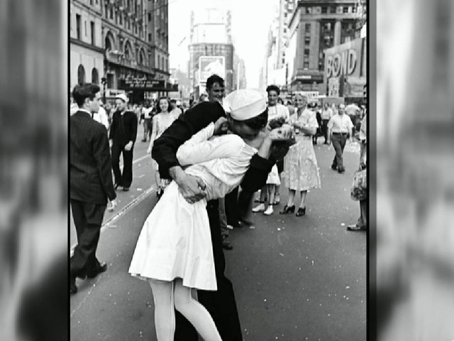 Sailor In Iconic V-J Day Times Square Kiss Photo Laid To Rest In Rhode Island