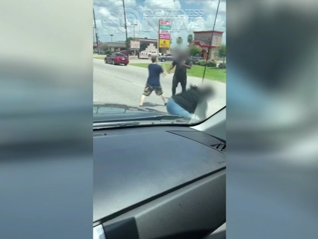 VIDEO: Fists fly in traffic between tow truck driver and impatient passenger on street in Houston