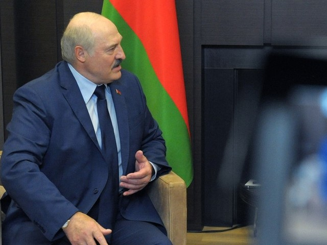 Lukashenko says Belarusians should be taught how to handle guns because 'world has gone crazy' & Minsk may find itself at war