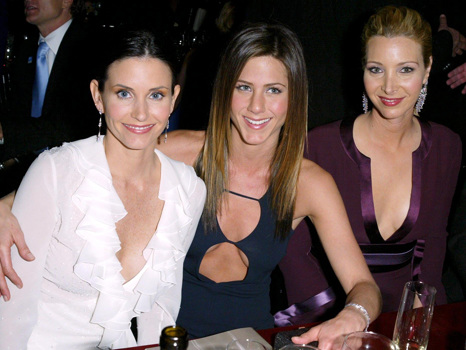 Courteney Cox Reunites With 'Friends' Costars Jennifer Aniston & Lisa Kudrow For Her 55th Birthday