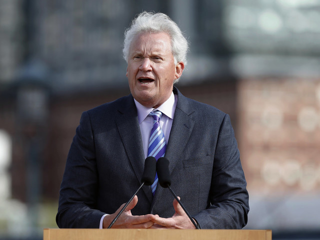 GE CEO Immelt stepping down, Flannery to take over role
