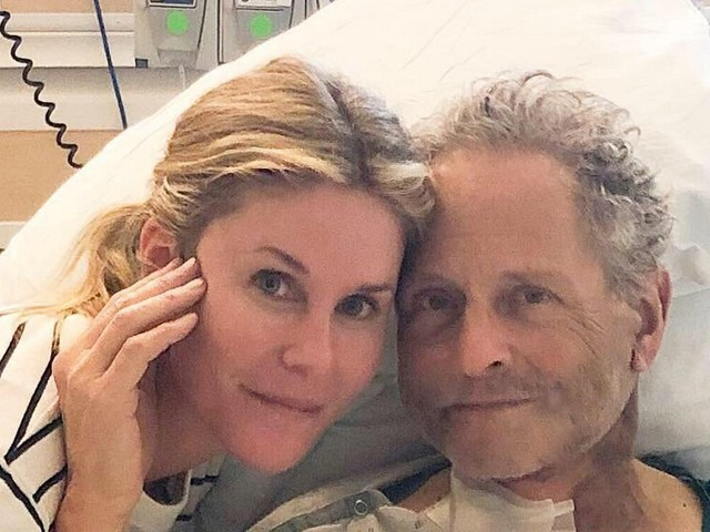 Former Fleetwood Mac Guitarist Lindsey Buckingham Undergoes Open Heart Surgery