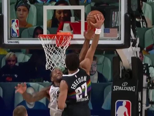 Kawhi Leonard blocked a dunk with his middle finger in the 2020 NBA playoffs