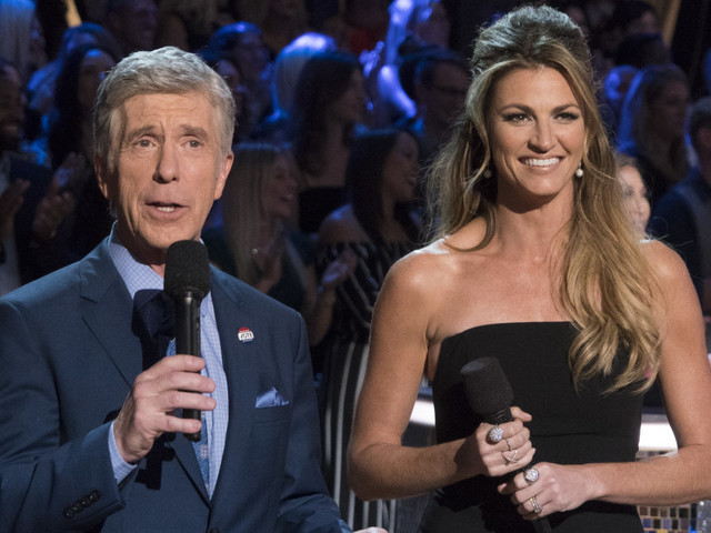 Tom Bergeron says he and ABC 'agree to disagree' on Sean Spicer's 'Dancing With the Stars' casting