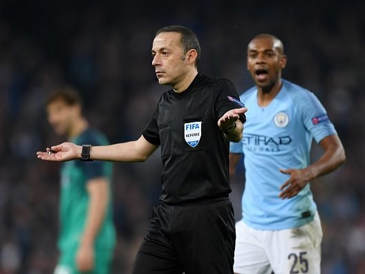 Fernandinho reacts to Manchester City's dramatic night in two words