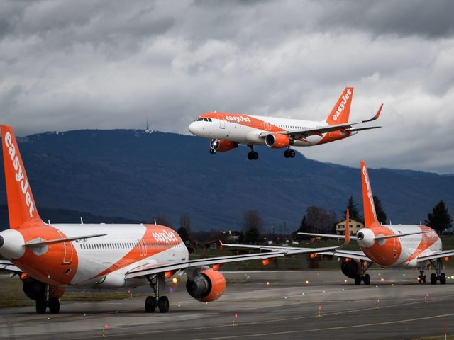 EasyJet to offset carbon emissions on all flights