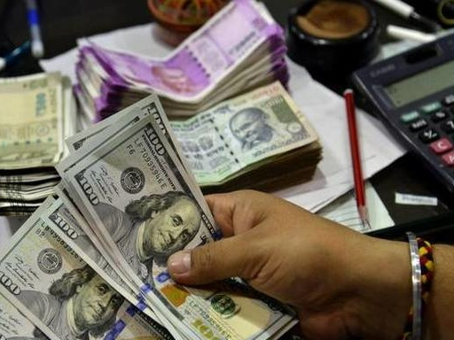 Rupee tanks 24 paise to 71.62 against U.S. Dollar in early trade on rising crude price