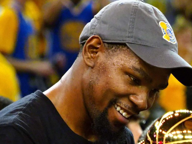 Kevin Durant will decline option but plans to re-sign with Warriors