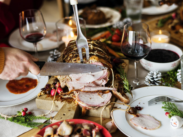 Dazzle Your Guests: 20 Budget-Friendly Christmas Dinner Entrees