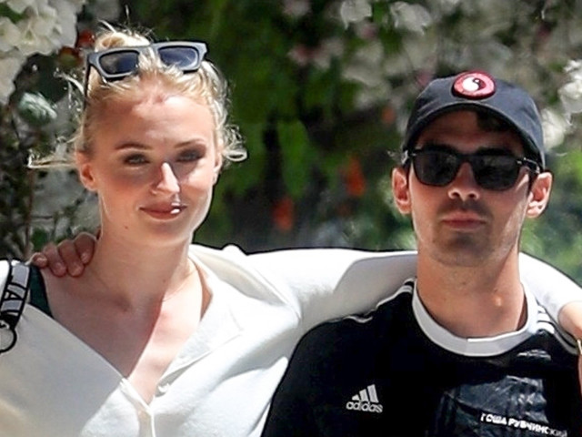 Sophie Turner & Joe Jonas Wrap Their Arms Around Each Other for Lunch