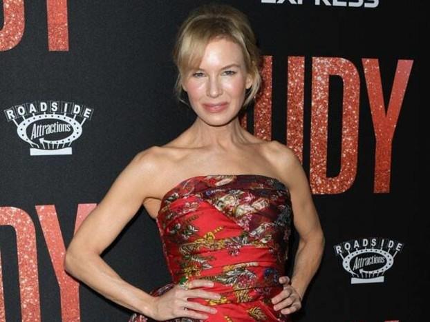 Renée Zellweger Is So Unfazed By Oscar Buzz for Judy Performance