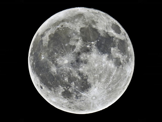 Tonight's Full Moon In Pisces Brings Clarity, Comfort & Possibility