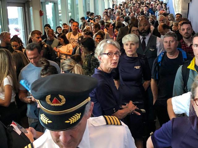 Customs Computer Failure Snarls Passengers at U.S. Airports