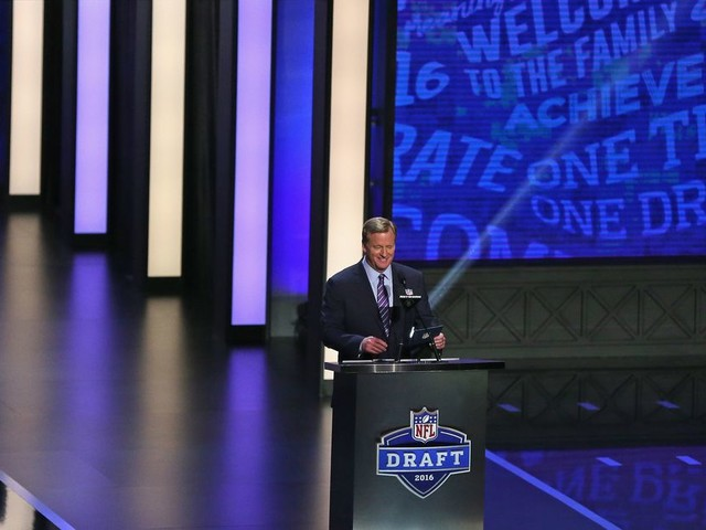 Why fans boo Goodell at the NFL Draft every year