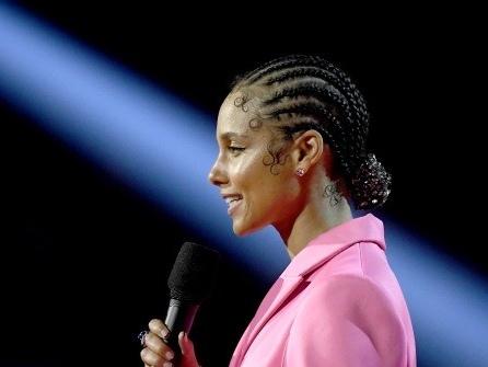 Video: Grammys Host Alicia Keys Calls for Trump Impeachment