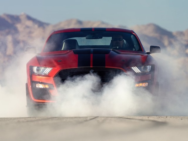 How the hottest Corvettes and Mustangs stack up (F, GM)