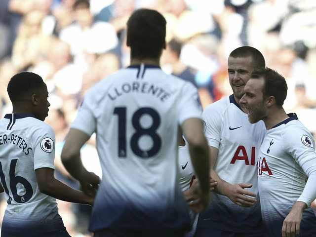 Tottenham bans 3 fans for selling Champions League tickets