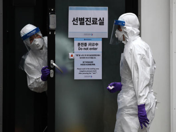 """""""We Can't Stop This"""": Japan Rolls Out New 'Harm Reduction' Policy Aimed At Limiting Virus-Related Deaths"""