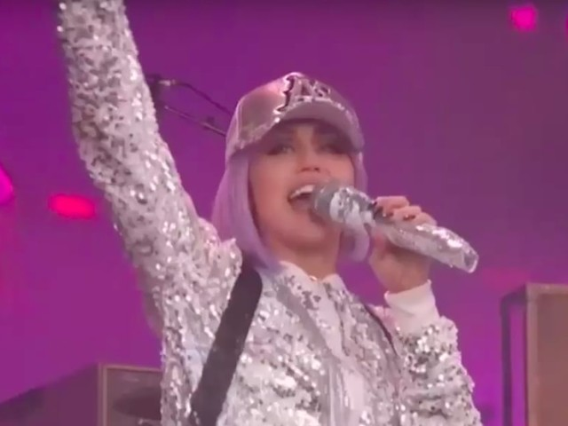 """Oh, Honey! Miley Cyrus Brought Black Mirror to Life by Performing """"On a Roll"""" As Ashley O."""
