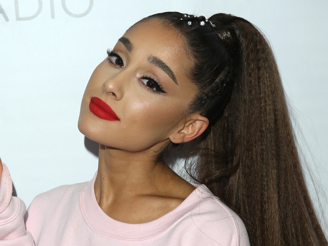 Ariana Grande Takes Time Out To Thank Fans For Support This Year
