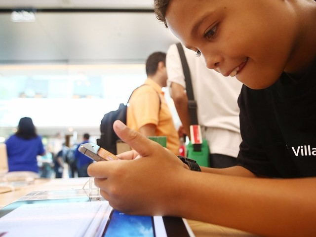 Apple said it's going to introduce new features after investors raised concerns about child phone addiction (AAPL)