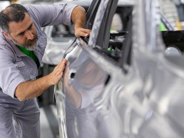 VW Ramps Up Mk8 Golf Production Before Dealer Deliveries In December