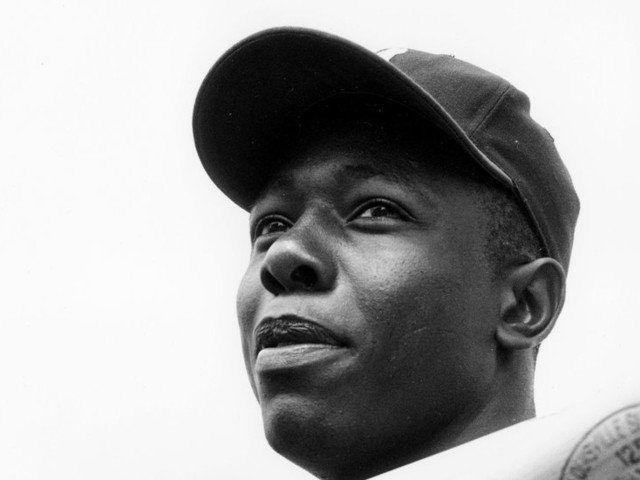 Hank Aaron, Baseball's Home Run King Who Defied Racism, Dies at 86
