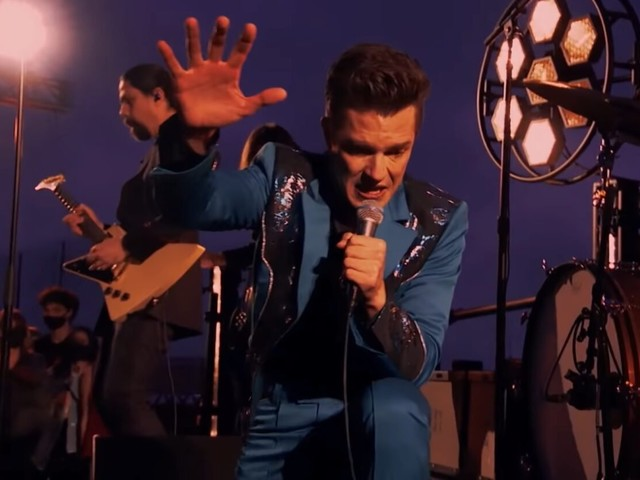 The Killers Perform On 30 Rock Roof For 'Tonight Show'
