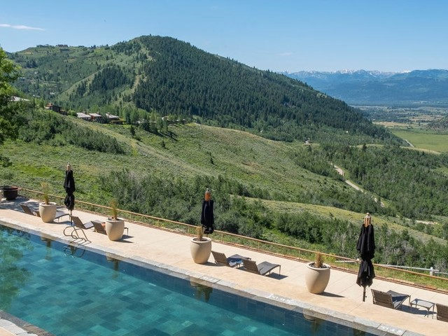 I toured a $975-a-night luxury resort outside of Jackson Hole, and I found that it delivers on 2 of the top desires of wealthy travelers: privacy and experience
