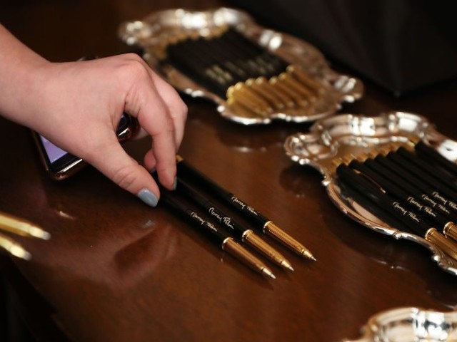 Did Pelosi Use $15,000 Worth of Pens to Sign Articles of Impeachment?